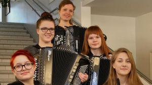 Harmonikkaa soittava yhtye Kemijärveltä on voittanut Suomen mestaruuden.