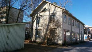 Pollarin talo Seinäjoen Vekseliaukion laidalla Keskuskadulla on viimeisiä puutaloja ydinkeskustassa.