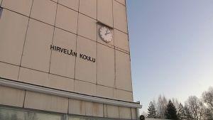 Hirvelän koulu