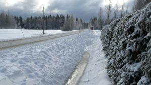 Nurmeksen Saramoon satoi vapun aattona paksu lumipeite.