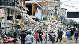 Maanjäristyksen aiheuttamaa tuhoa 16. huhtikuuta Mantassa.