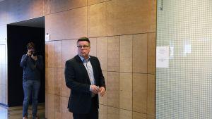Jari Aarnio Helsingin hovioikeudessa 2. toukokuuta.