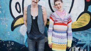 Cohdi Harrell ja Laura Stokes.