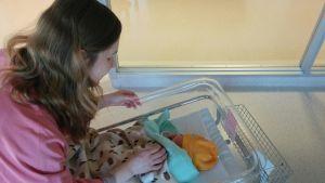 Laura Launiala synnytti esikoistyttärensä 29-vuotiaana.