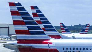 American Airlinesin lentokoneita kentällä.