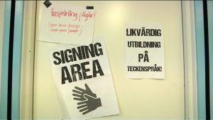 """Ovi, jossa lukee mm. """"Signing area""""."""