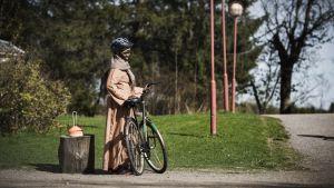 Sudanilainen Nora Kodi polkupyöräkurssilla.