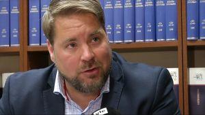 Kihlakunnansyyttäjä Kimmo Vakkala ratkaisee kollegansa kanssa ensi viikolla, ilmaiseeko tyytymättömyytensä käräjäoikeuden tuomioihin.