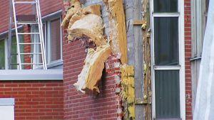 Revitty koulun seinä