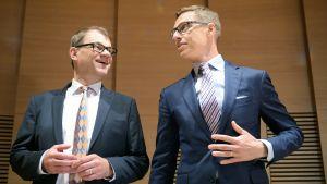 Juha Sipilä ja Alexander Stubb  omistajohjausapolitiikan linjauksiin liittyvässä tiedotustilaisuudessa