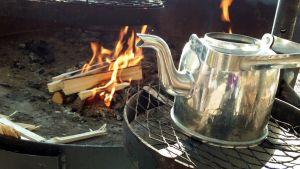 Kahvipannu nuotiolla