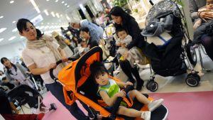 Japanilaisäiti lapsineen