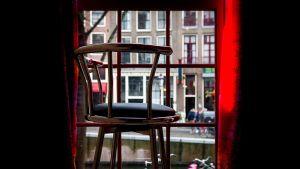 Bordellin ikkuna Amsterdamissa.