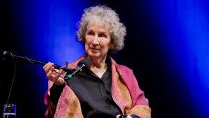Margaret Atwood kirjallisuusfestivaaleilla Kölnissä Saksassa maaliskuussa 2014.