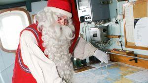 Joulupukki on vieraillut myös jäänmurtaja Sampolla.