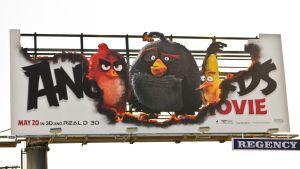 Angry Birds –elokuvan mainostaulu Sherman Oaksin kaupunginosassa, Los Angelesissa.