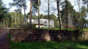 Sunilan tehtaanjohtajan vuonna 1937 valmistunut, Alvar Aallon suunnittelema asunto Kotkan Sunilassa.
