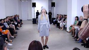 Lähes 90 kansainvälistä muotitoimittajaa on parhaillaan Helsingissä tutustumaan suomalaiseen muotiin.