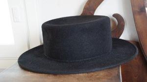 Iisakki Järvenpää puukkotehtaan hattu