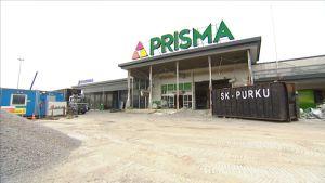 Seppälän vanha Prisma, Suomen ensimmäinen automarket, purettiin toukokuussa 2016.