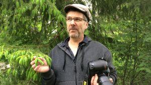 Luontokuvaaja Paavo Hamunen vastustaa tiukkoja sääntäjä. Kuva Mikkelin Urpolasta, luonnonsuojelualueelta.