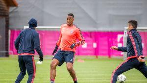 Jerome Boateng seurajoukkueensa Bayern Münchenin harjoituksissa 27. päivä huhtikuuta.