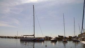 X-sail Racing teamin purjevene saapuu Kotkan Meriniemeen