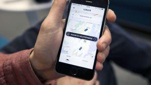 Uber -sovelus puhelimen näytöllä.