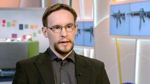 Suomen asevalvontaraportin päätoimittaja Kari Paasonen