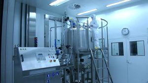 BBS - Bioactive Bone Substitutes -yhtiön Reisjärven tehtaalla valmistetaan luuimplantteja, joiden lääkeaine on peräisin porosta.