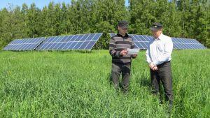 Jukka ja Arto Heikkonen ja 140 neliömetriä aurinkopaneeleita.