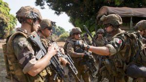 Ranskan Sangaris-operaation sotilaita Bozoumin kaupungissa Keski-Afrikan tasavallassa vuonna 2013.