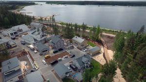 Seinäjoen asuntomessualue ja Kyrkösjärvi ilmasta.