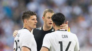 Mario Gomez, Manuel Neuer ja Emre Can ovat vahvoja jässiköitä