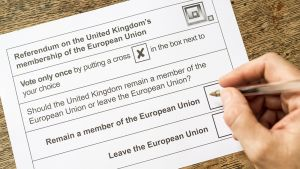 Äänestyslipuke, jolla Britannia äänestää EU:ssa pysymisestä.