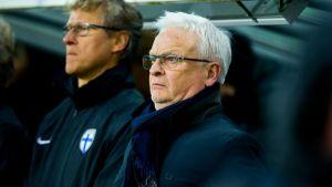 Suomen maajoukkueen päävalmentaja Hans Backe ja Markku Kanerva.
