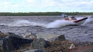 Oulun Kiviniemen meripelastusyhdistys varautuu Salomon-myrskyyn.