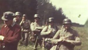 Edvin Laineen kotifilmiä Tuntemattoman sotilaan kuvauksista.