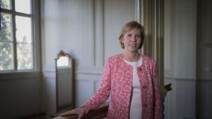 RKP:n puheenjohtaja Anna-Maja Henriksson Pietarsaaren Raatihuoneella.