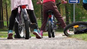 Lapset liikenteessä, kesä, pyörät