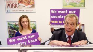 Britannian EU-eroa ajava Nigel Farage kampanjoimassa lihakaupassa Kentissä, Britanniassa, 13. kesäkuuta.
