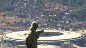 Rio de Janeiron Kristus-patsaan taustalla näkyy Maracana-stadion.