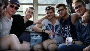 ystävykset junassa.