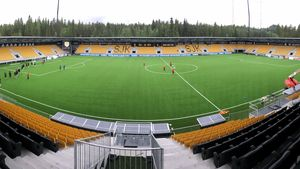 Seinäjoen uusi jalkapalloareena saa tulikasteensa lauantaina SJK:n ja HJK:n pelissä.