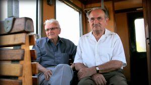 Eläkeläiset Erno Boros ja Laszlo Szabo ovat tunteneet toisensa lukiosta lähtien. Viktor Orbania he tukevat.