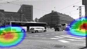 Äänikameran kuva, jossa näkyy meluava bussi sekä tikittävä liikennemerkki