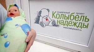 Vauvalaatikolle jätetty lapsi pääsee heti hoitoon.