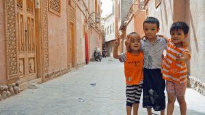 Lapsia Kashgarin vanhassakaupungiossa.