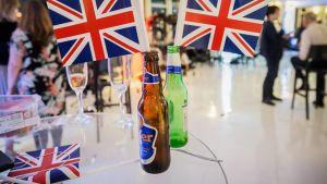 Iso-Britannian lippuja vaalivalvojaisissa.