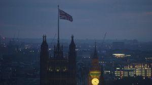 Britannian lippu salossa Lontoossa.